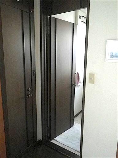 開きドアを折れ戸2