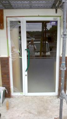おしゃれな木製ドア2